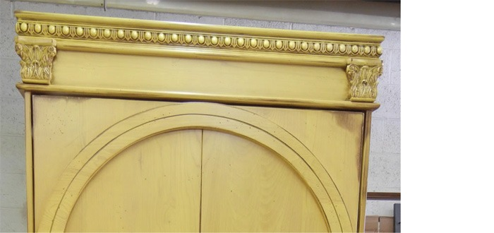 GothcArmoire_CrownDetail_700p